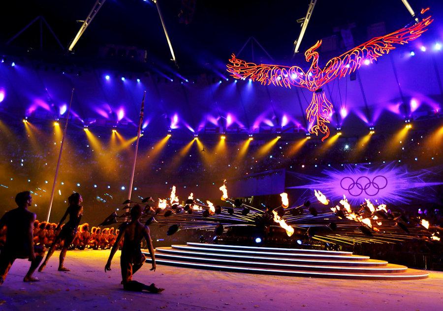 Uzdizanje Feniksa iznad olimpijskog plamena (OI London 2012)
